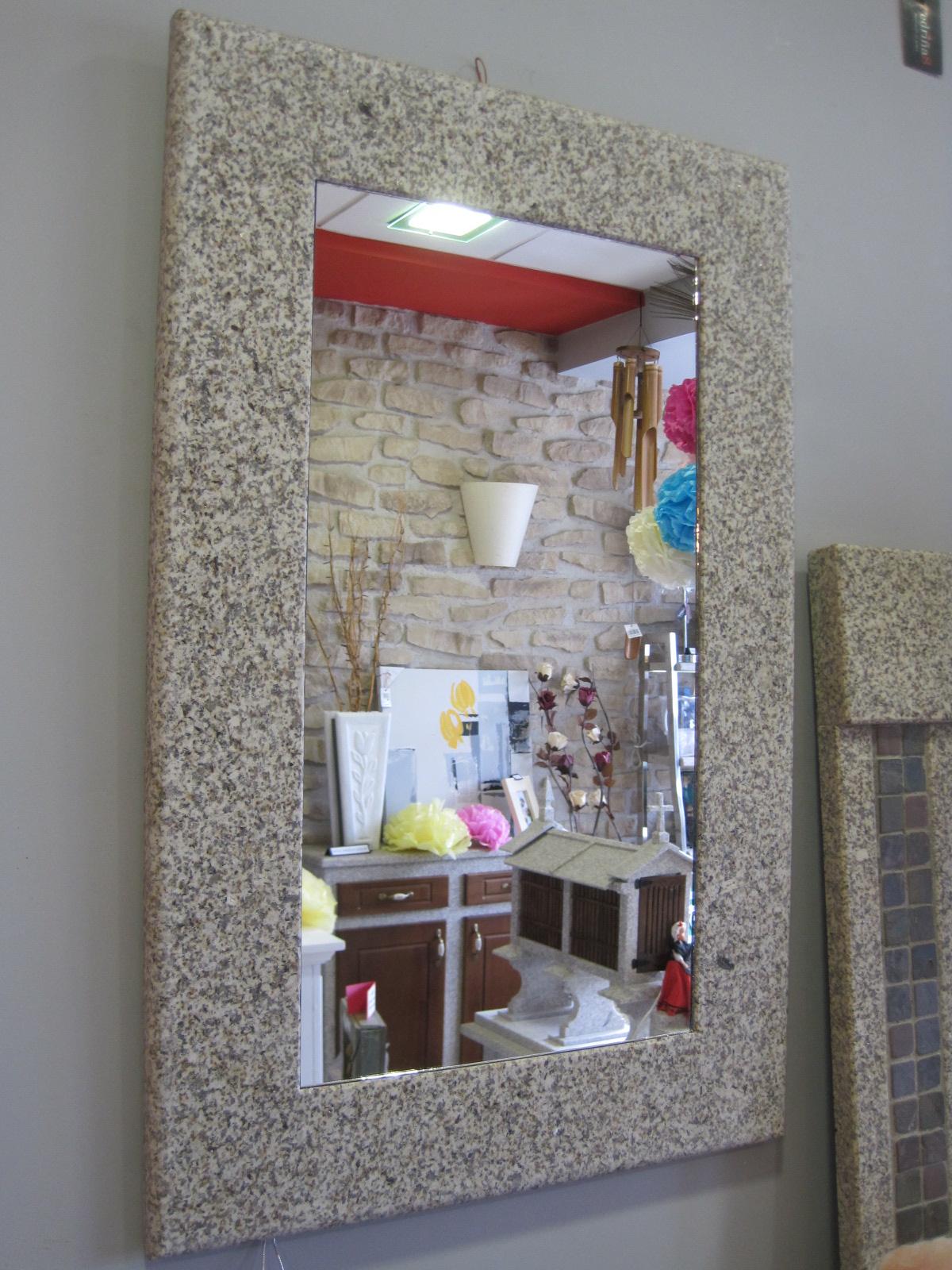 Espejo marco de piedra