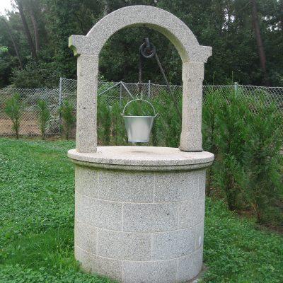 Pozo piedra jardin