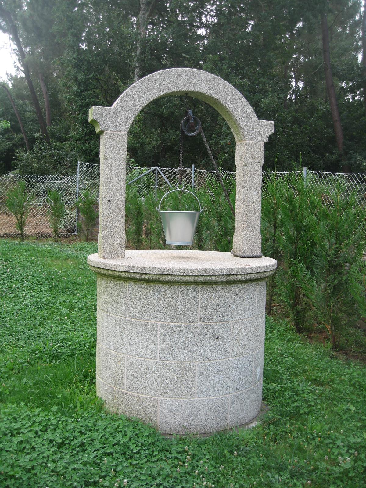 Pozo en piedra para jardin pedri as - Piedra para jardineria ...