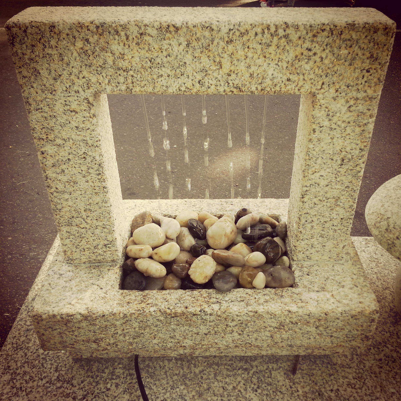 Fuente agua piedra