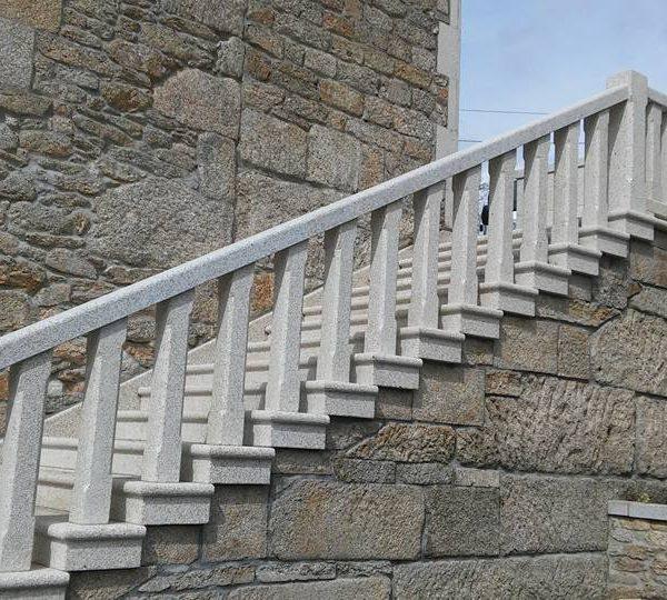 Escalera y balaustrada de piedra pedri as - Escalones de piedra ...