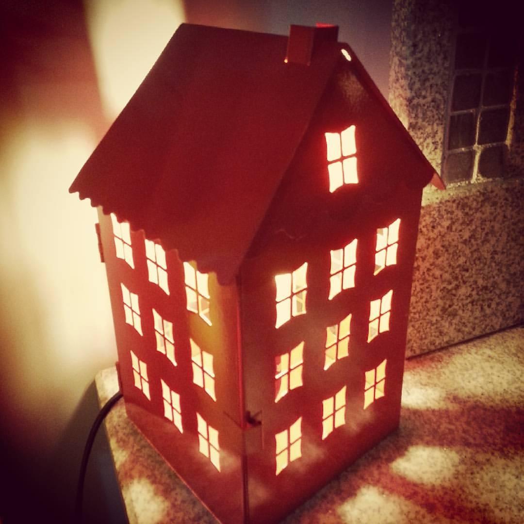lampara casa roja metal