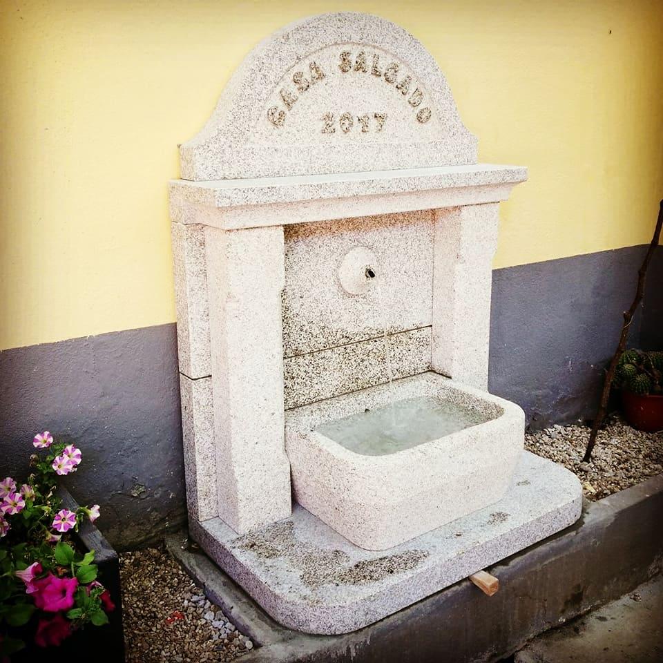 Fuente jardin piedra
