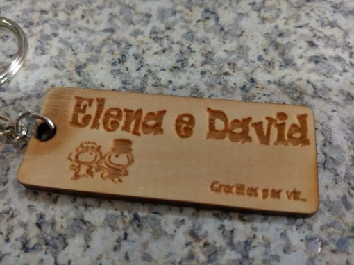 llavero madera grabada boda