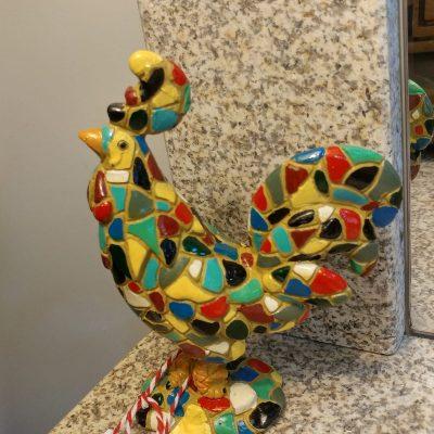 Figura gallo colorido