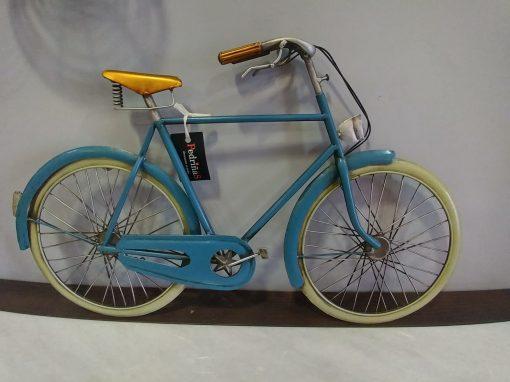 bici metalica pared