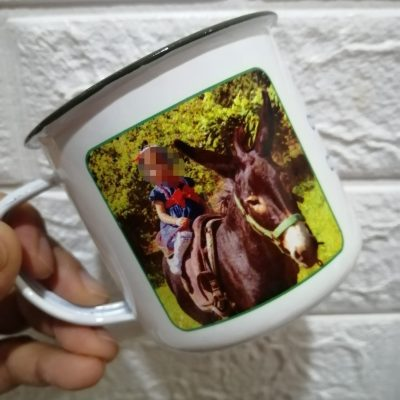 taza metálica con foto